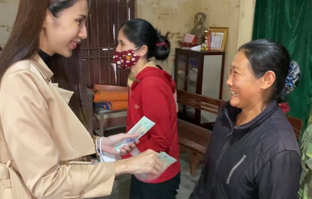 Hoàn thành trọn lời hứa với bà con miền Trung: Thủy Tiên rút tiền túi riêng đến tận nơi cứu trợ lần 4 Ảnh 6