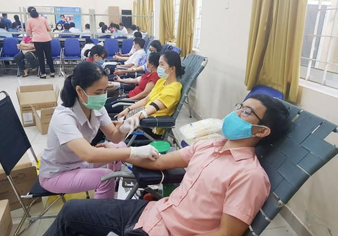 350 đoàn viên hiến máu cứu người Ảnh 1