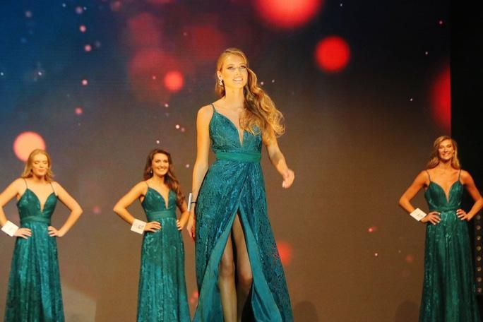 Nhan sắc người mẫu đăng quang Hoa hậu Pháp 2021 Ảnh 5