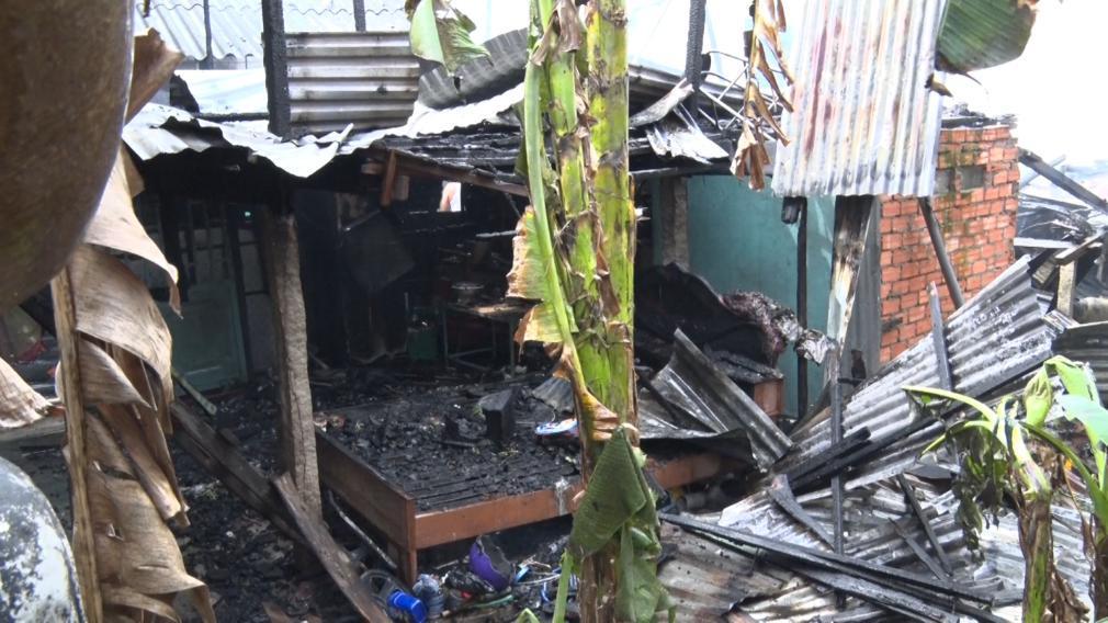 An Giang: Hỏa hoạn làm thiệt hại 9 căn nhà ở Phú Tân Ảnh 1