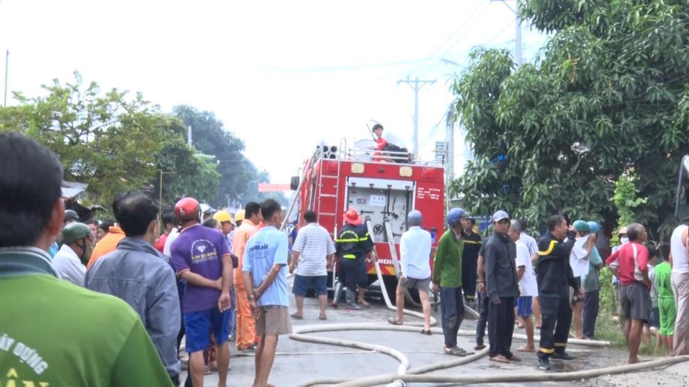 An Giang: Hỏa hoạn làm thiệt hại 9 căn nhà ở Phú Tân Ảnh 2