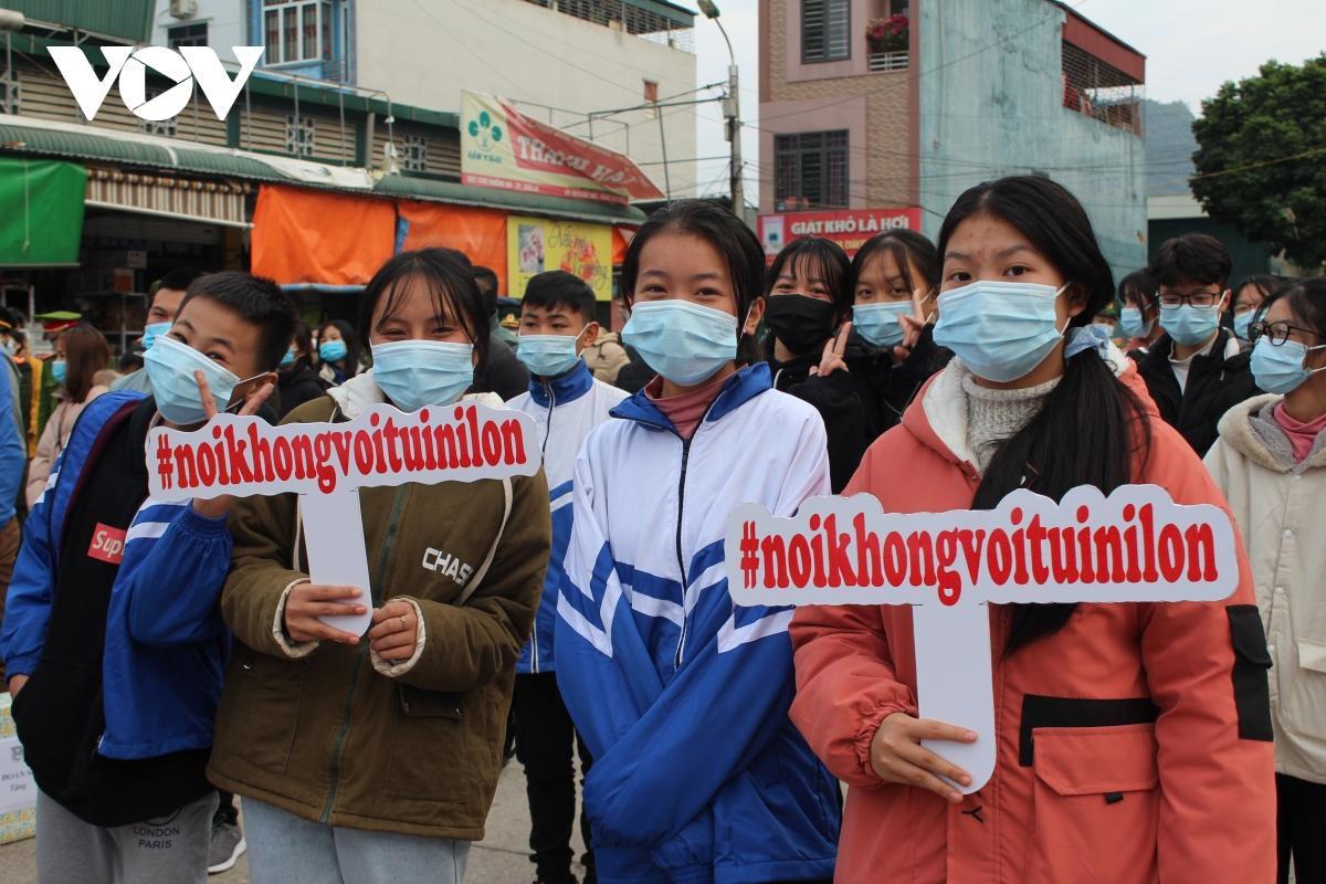 Thanh niên Sơn La hưởng ứng mô hình chợ dân sinh giảm thiểu rác thải nhựa Ảnh 3