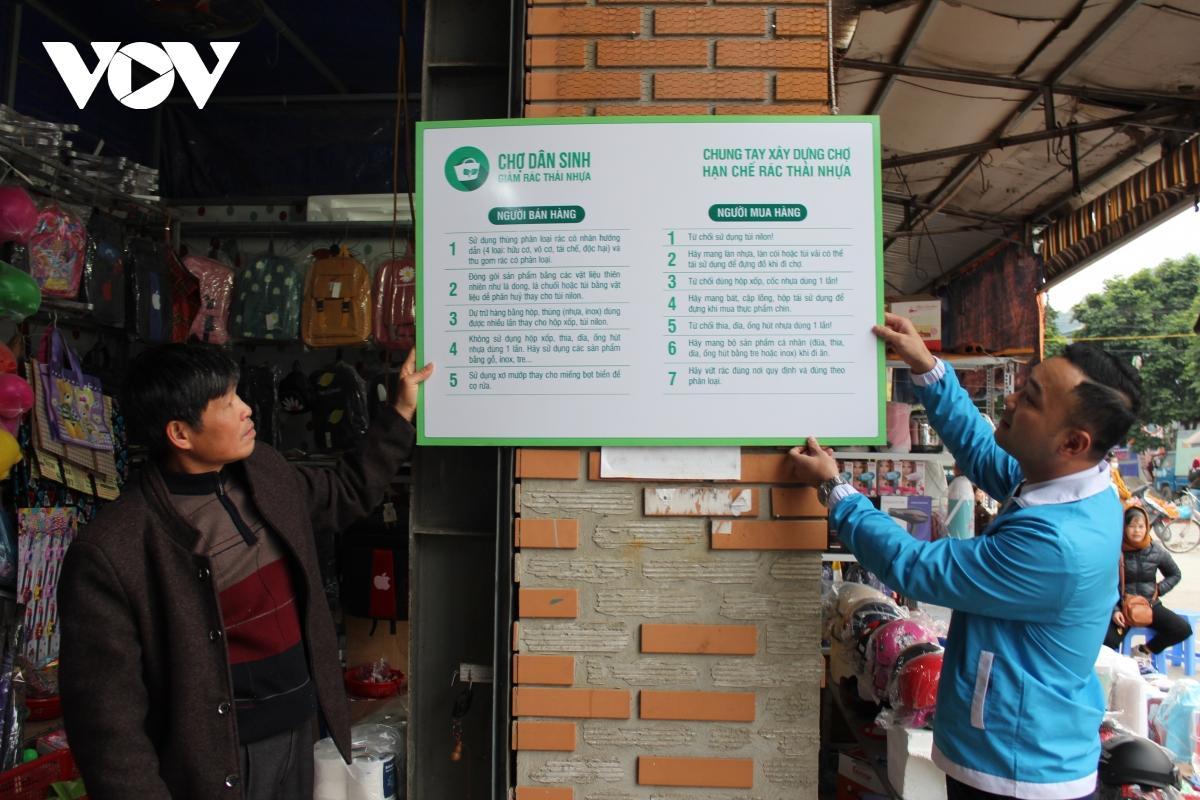 Thanh niên Sơn La hưởng ứng mô hình chợ dân sinh giảm thiểu rác thải nhựa Ảnh 2