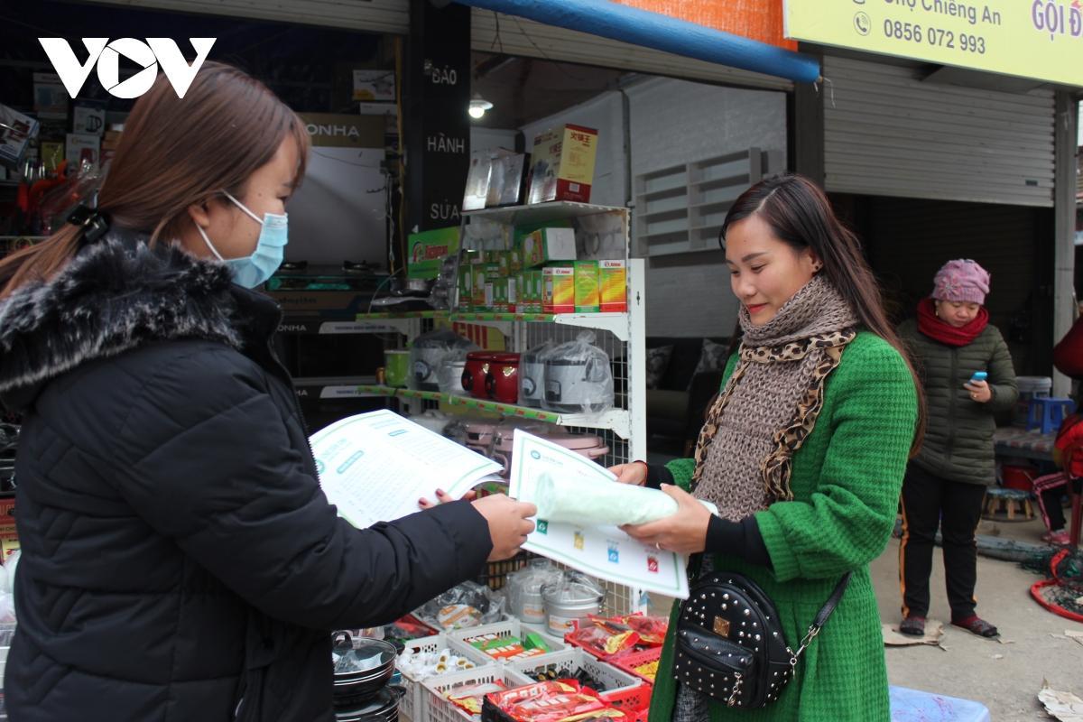 Thanh niên Sơn La hưởng ứng mô hình chợ dân sinh giảm thiểu rác thải nhựa Ảnh 1