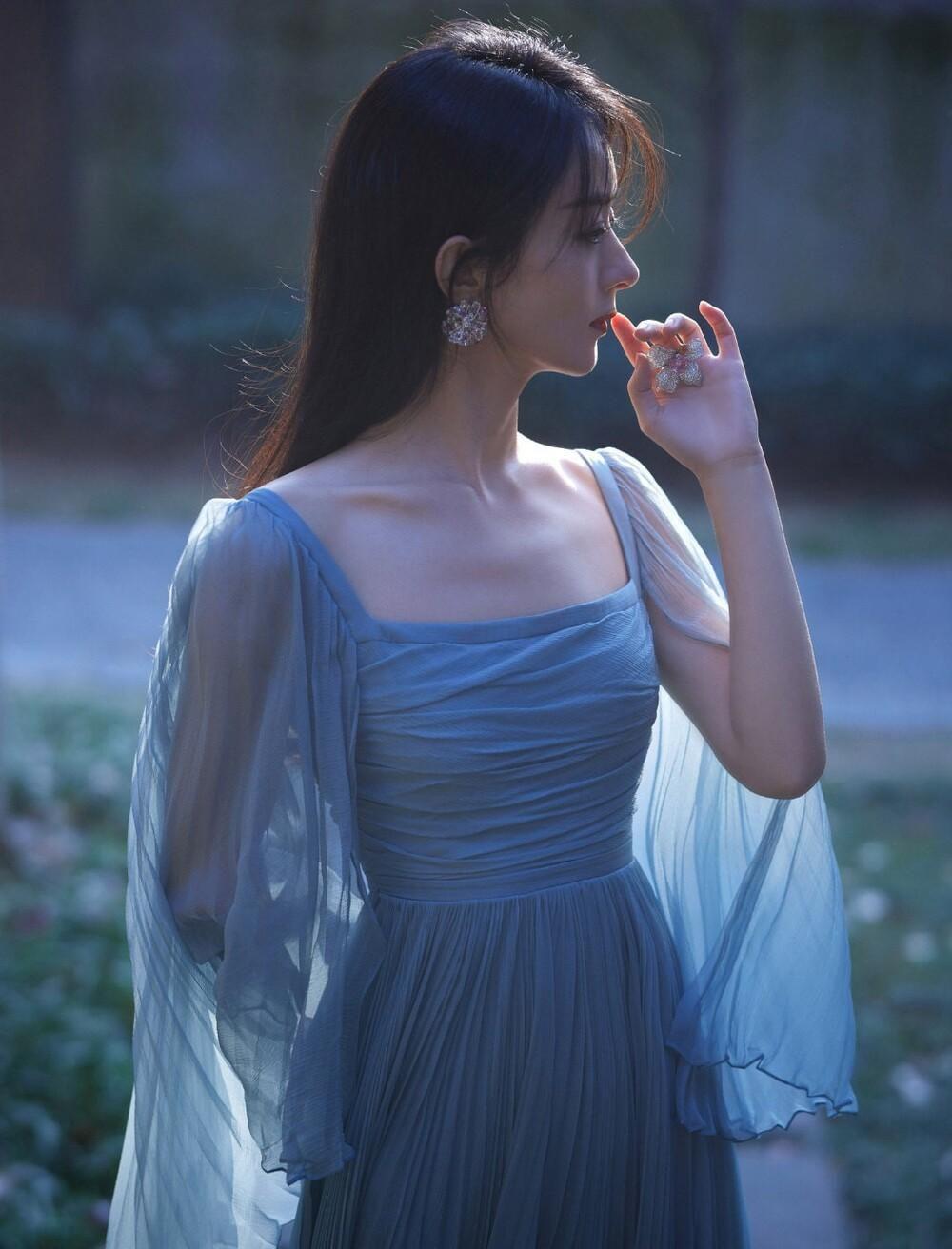 Triệu Lệ Dĩnh mặc đẹp tăng theo cấp số nhân, dân tình khen ngợi tới tấp Ảnh 6
