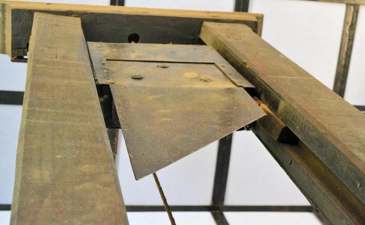Bí mật tử hình bằng máy chém tàn khốc thời trung cổ Ảnh 4