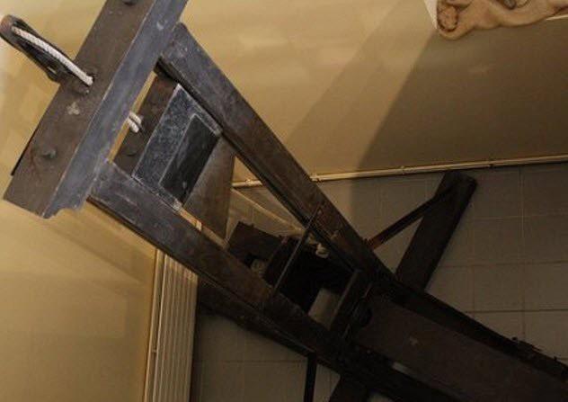Bí mật tử hình bằng máy chém tàn khốc thời trung cổ Ảnh 3