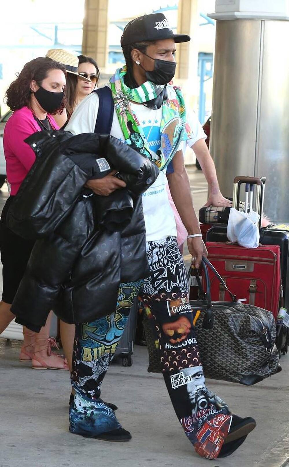 Rihanna và A$AP Rocky bị fan nghi ngờ rằng đang cùng nhau nghỉ dưỡng? Ảnh 1