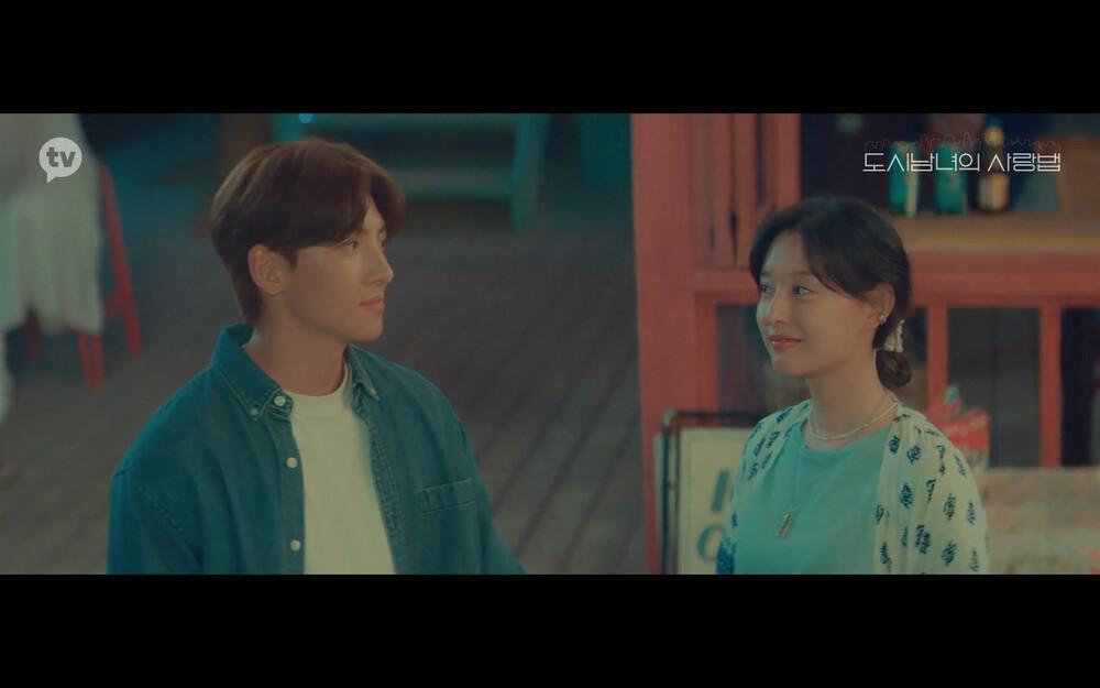 'Lovestruck in the City' tập 2: Nóng bỏng mắt cảnh giường chiếu của Kim Ji Won và Ji Chang Wook Ảnh 1