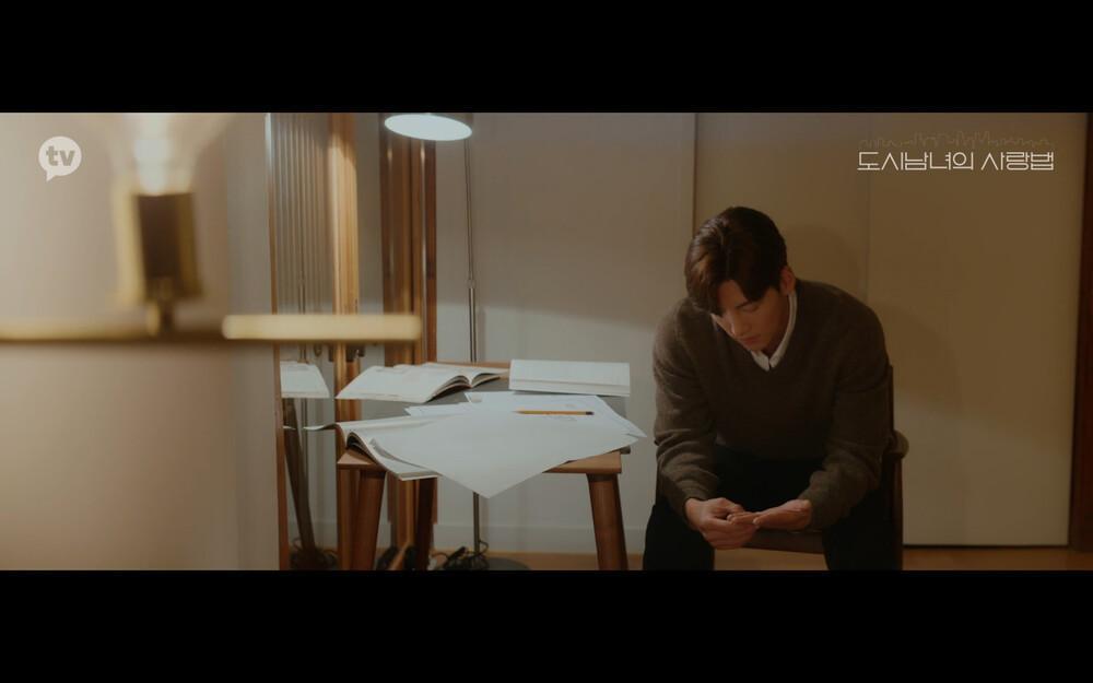 'Lovestruck in the City' tập 2: Nóng bỏng mắt cảnh giường chiếu của Kim Ji Won và Ji Chang Wook Ảnh 17