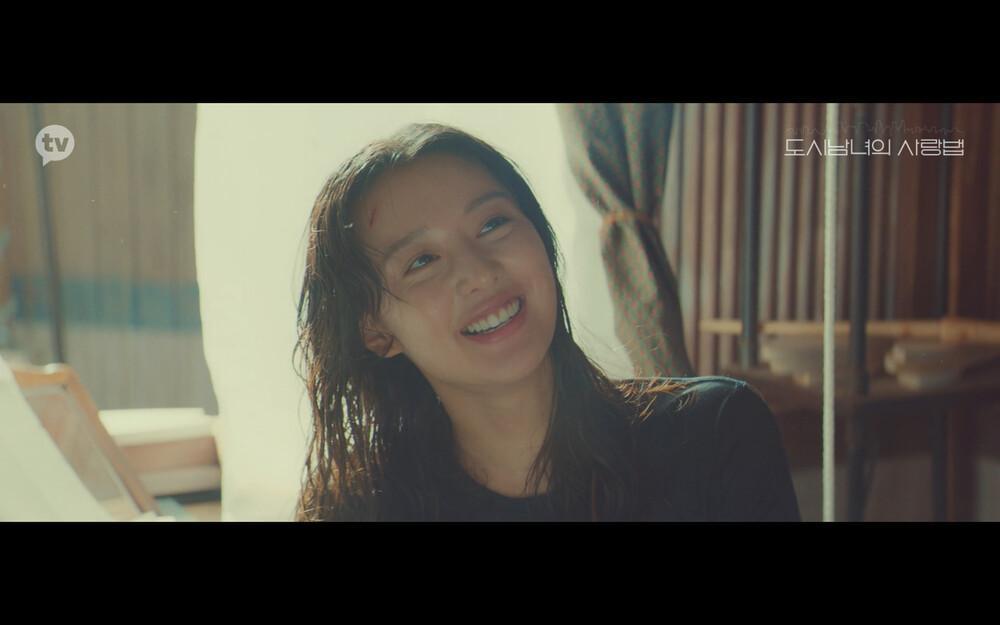 'Lovestruck in the City' tập 2: Nóng bỏng mắt cảnh giường chiếu của Kim Ji Won và Ji Chang Wook Ảnh 8