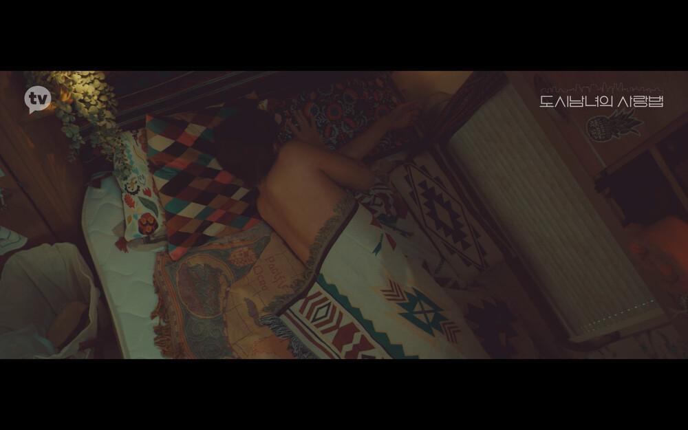 'Lovestruck in the City' tập 2: Nóng bỏng mắt cảnh giường chiếu của Kim Ji Won và Ji Chang Wook Ảnh 19