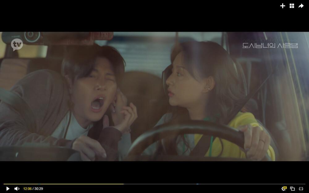 'Lovestruck in the City' tập 2: Nóng bỏng mắt cảnh giường chiếu của Kim Ji Won và Ji Chang Wook Ảnh 2