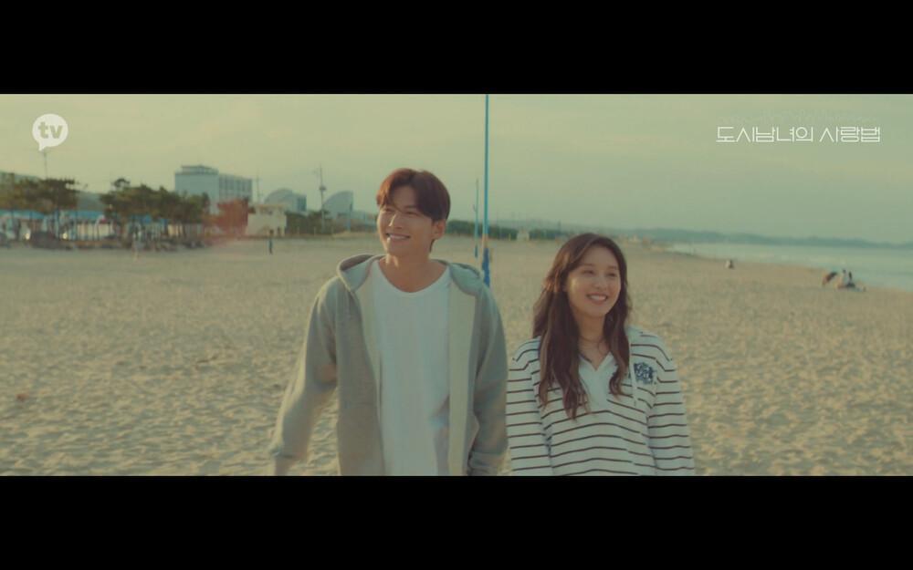 'Lovestruck in the City' tập 2: Nóng bỏng mắt cảnh giường chiếu của Kim Ji Won và Ji Chang Wook Ảnh 3