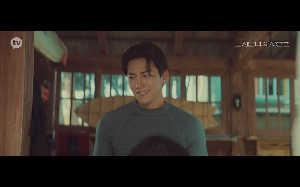 'Lovestruck in the City' tập 2: Nóng bỏng mắt cảnh giường chiếu của Kim Ji Won và Ji Chang Wook Ảnh 9