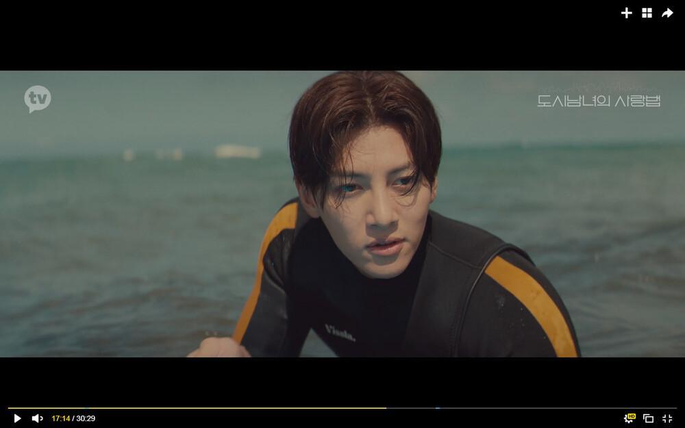 'Lovestruck in the City' tập 2: Nóng bỏng mắt cảnh giường chiếu của Kim Ji Won và Ji Chang Wook Ảnh 5