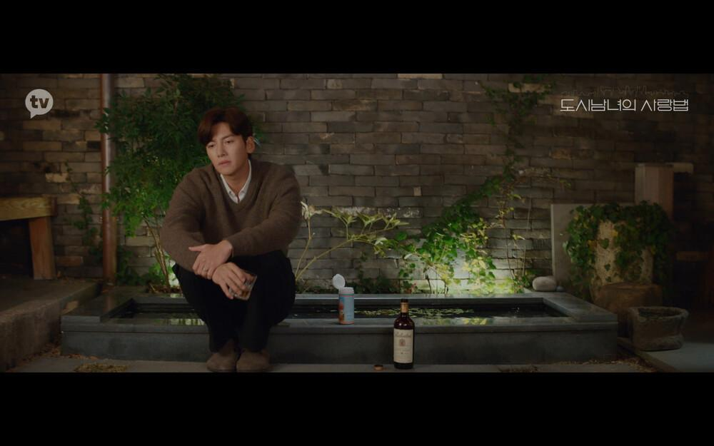 'Lovestruck in the City' tập 2: Nóng bỏng mắt cảnh giường chiếu của Kim Ji Won và Ji Chang Wook Ảnh 21