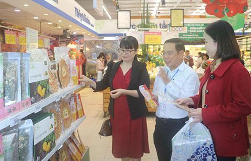 Khai trương điểm bán sản phẩm OCOP tại siêu thị Co.opmart Nha Trang Ảnh 1