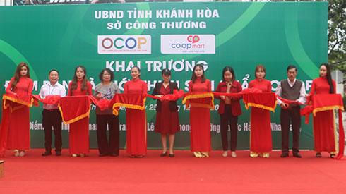 Khai trương điểm bán sản phẩm OCOP tại siêu thị Co.opmart Nha Trang Ảnh 2