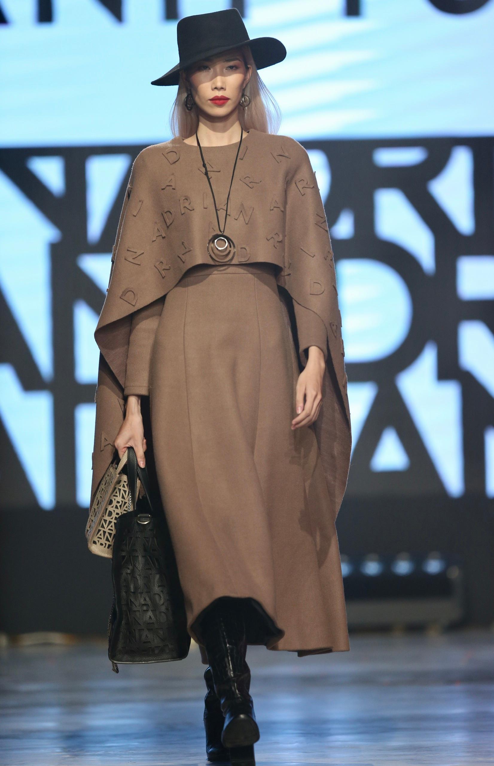 Hoa hậu Tiểu Vy mặc áo lưới gợi cảm trong show thời trang Ảnh 13