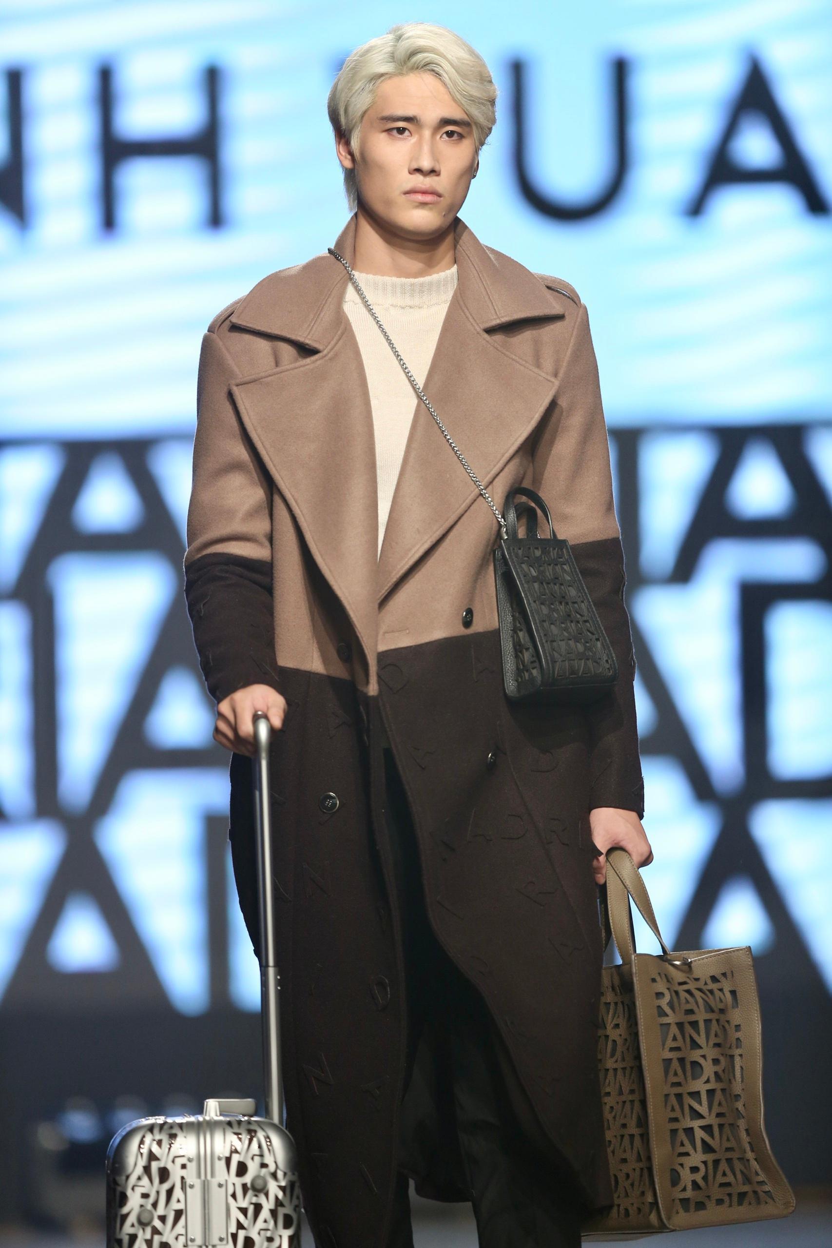Hoa hậu Tiểu Vy mặc áo lưới gợi cảm trong show thời trang Ảnh 16