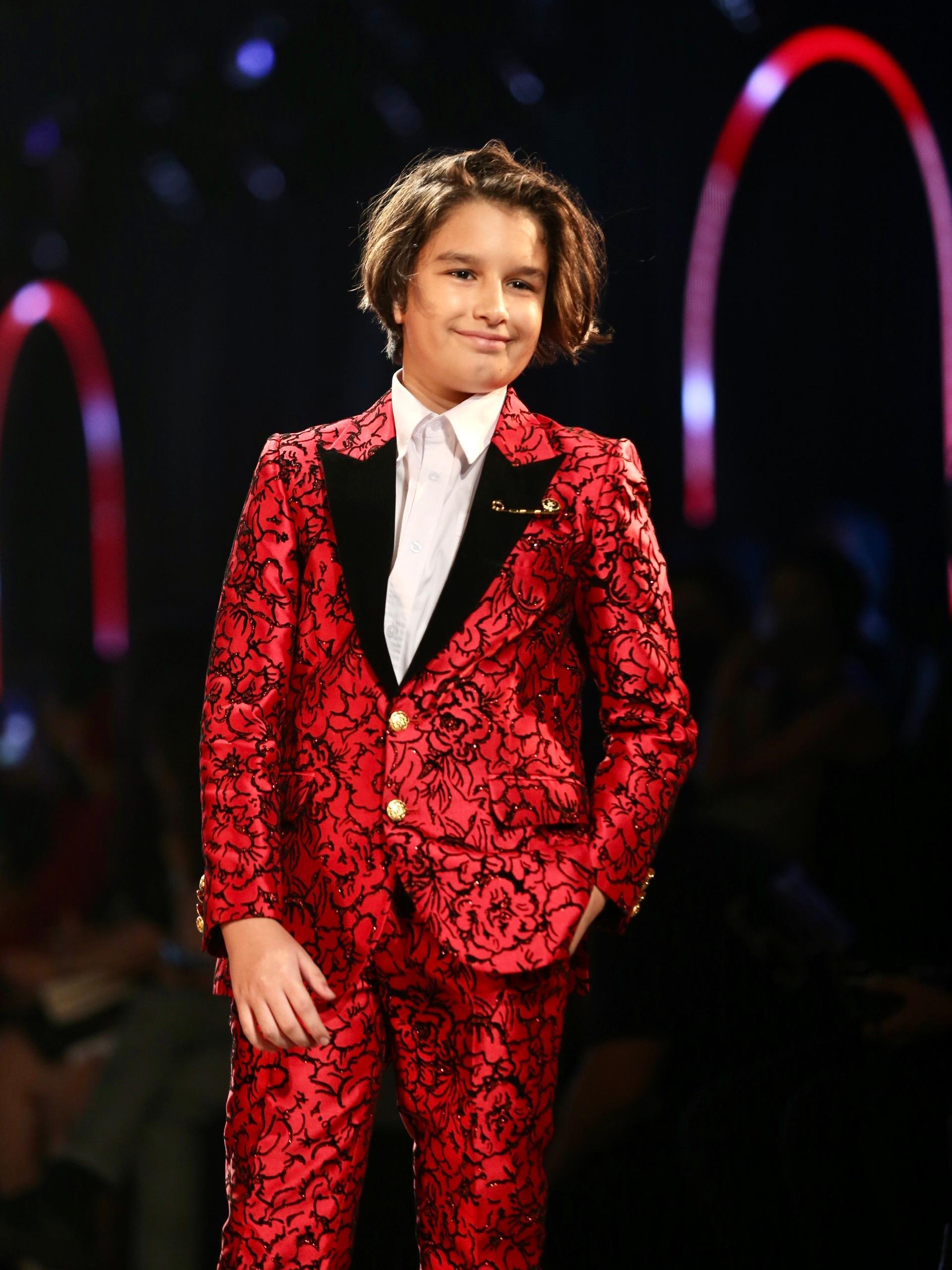 Hoa hậu Tiểu Vy mặc áo lưới gợi cảm trong show thời trang Ảnh 20
