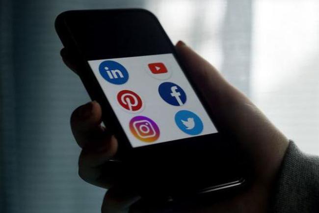 Hạ viện Nga thông qua dự luật cho phép chặn Facebook và YouTube Ảnh 1