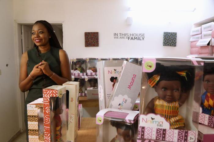 Sản xuất búp bê da đen để trẻ em có nhận thức đúng Ảnh 3