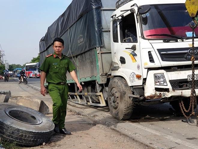 Xe tải gặp sự cố, ùn ứ nghiêm trọng ở quốc lộ 1 Ảnh 4