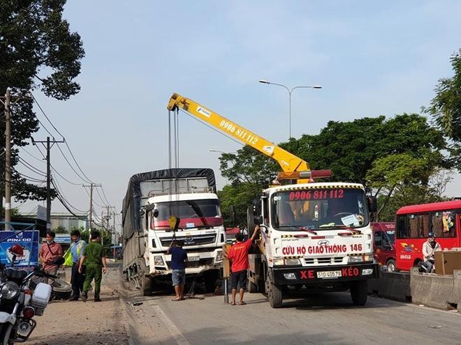 Xe tải gặp sự cố, ùn ứ nghiêm trọng ở quốc lộ 1 Ảnh 5