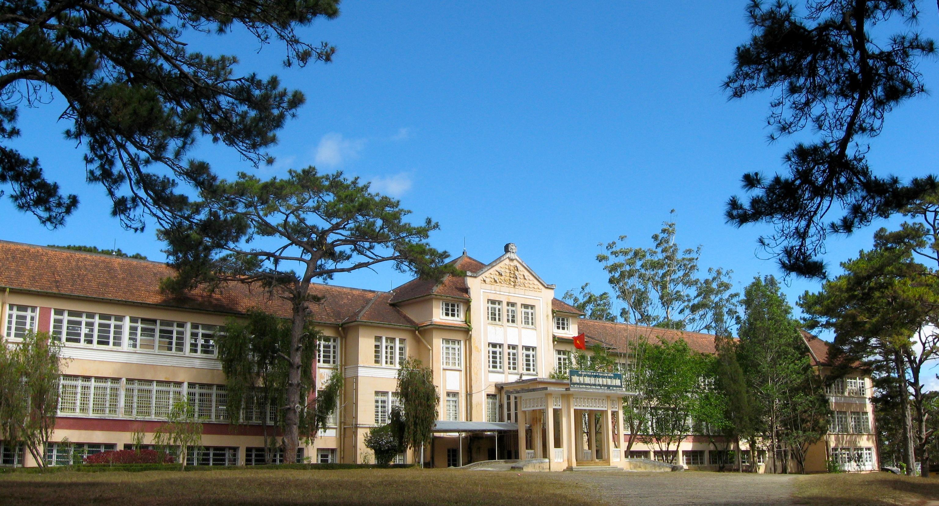 Ngôi trường của hoàng tử Bảo Long và các công chúa Ảnh 2