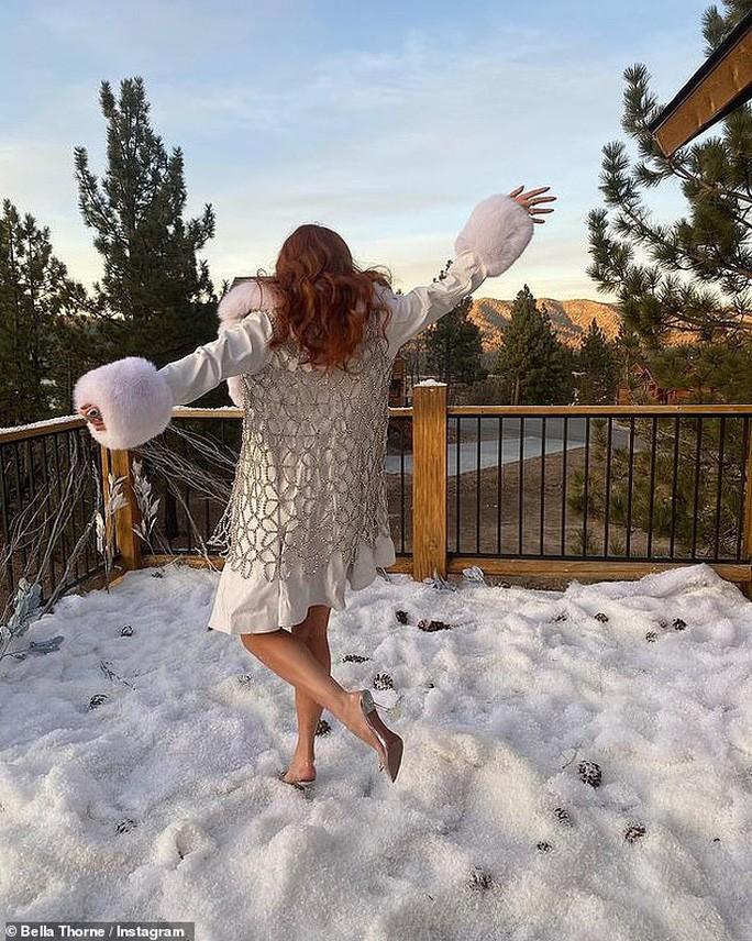 'Chân dài' Bella Thorne đẹp ngất ngây với nội y Ảnh 4