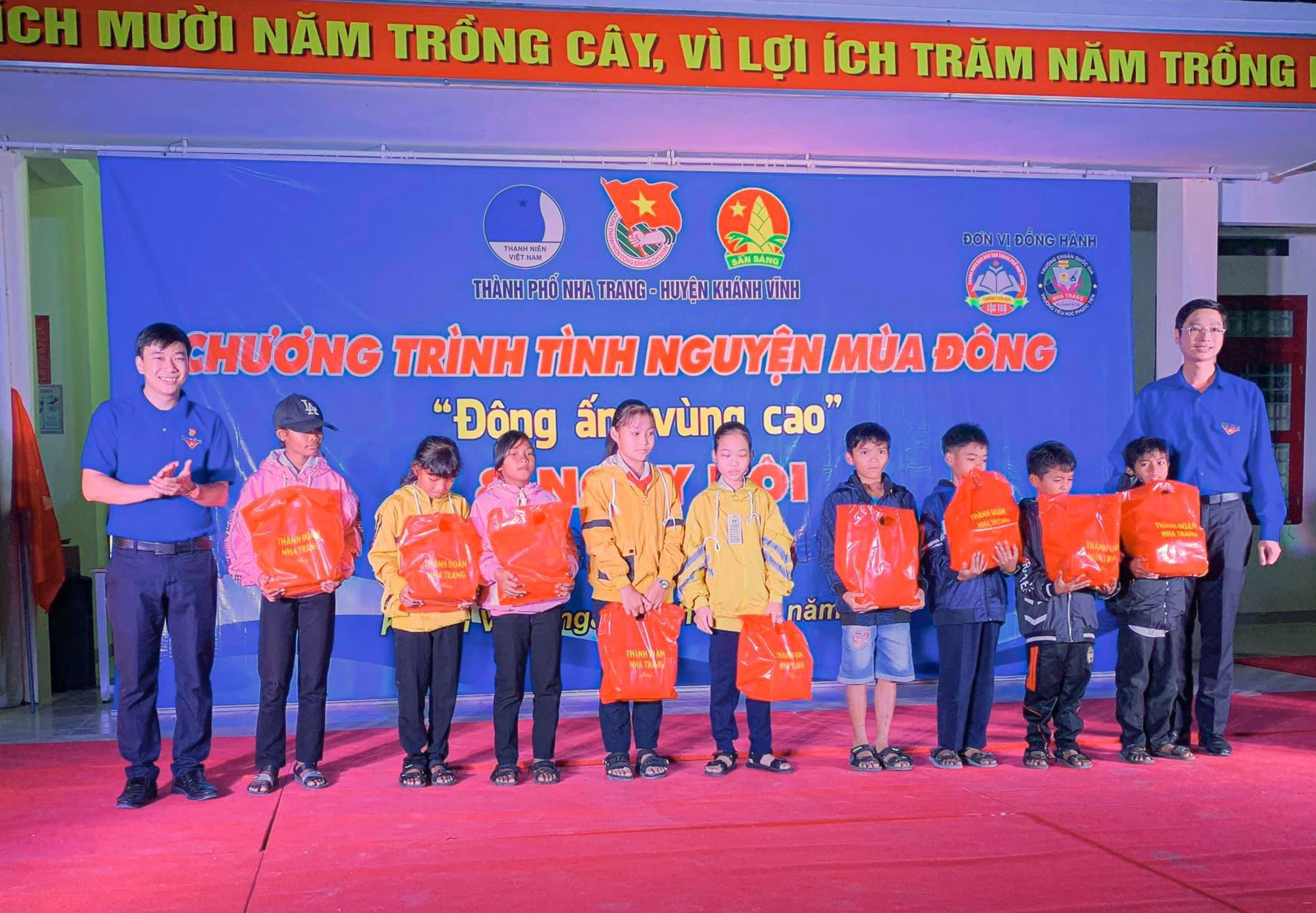 Tổ chức chương trình Tình nguyện mùa Đông tại huyện Khánh Vĩnh Ảnh 1