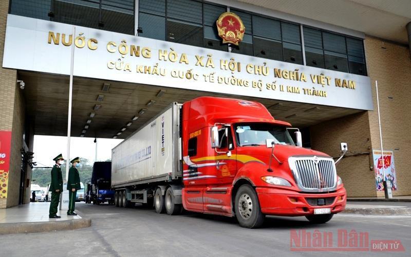 Chuyến hàng thanh long 'xông đất' đầu năm mới Cửa khẩu Kim Thành Ảnh 1