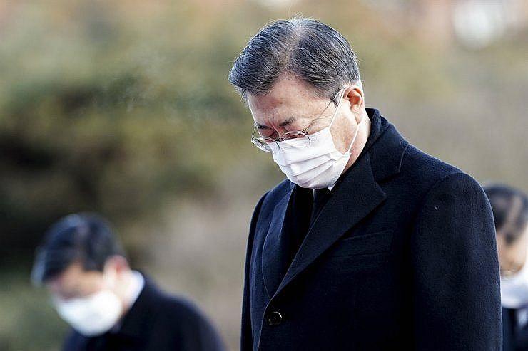 Tín nhiệm dành cho Tổng thống Moon Jae-in lần đầu tiên rơi xuống mức thấp nhất Ảnh 1