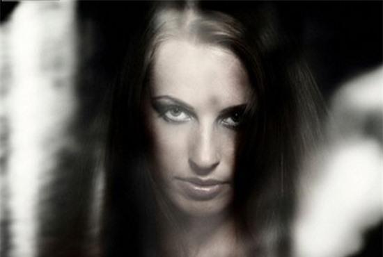 Bí ẩn ám ảnh: Tại sao ban đêm người trong ảnh nhìn chằm chằm vào ta? Ảnh 1