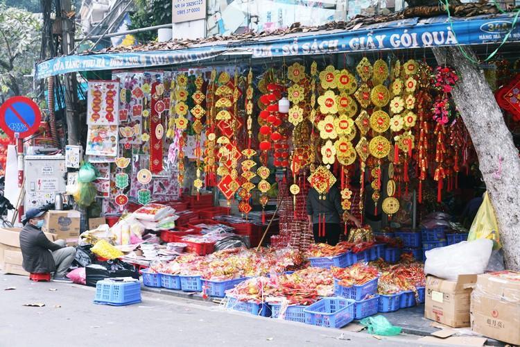 'Thủ phủ' bán đồ trang trí ở Hà Nội tấp nập chuẩn bị Tết Ảnh 2