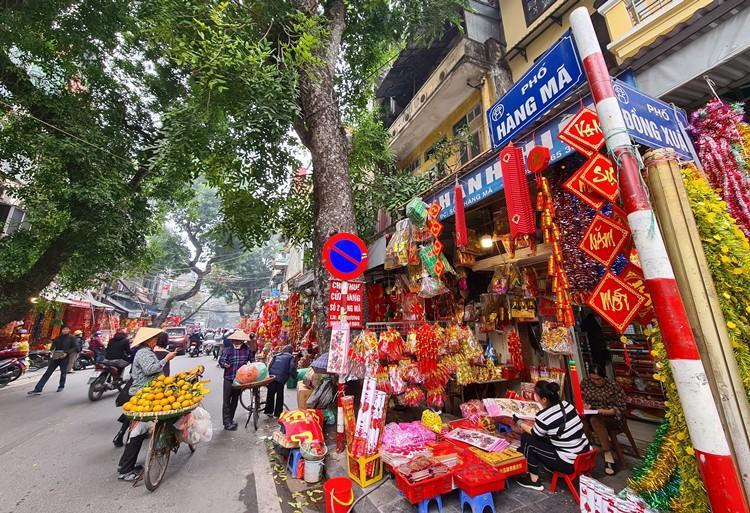 'Thủ phủ' bán đồ trang trí ở Hà Nội tấp nập chuẩn bị Tết Ảnh 1