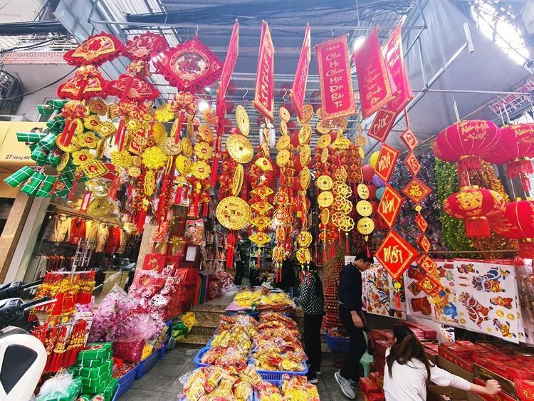 'Thủ phủ' bán đồ trang trí ở Hà Nội tấp nập chuẩn bị Tết Ảnh 4