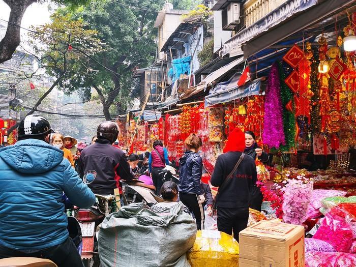 'Thủ phủ' bán đồ trang trí ở Hà Nội tấp nập chuẩn bị Tết Ảnh 9