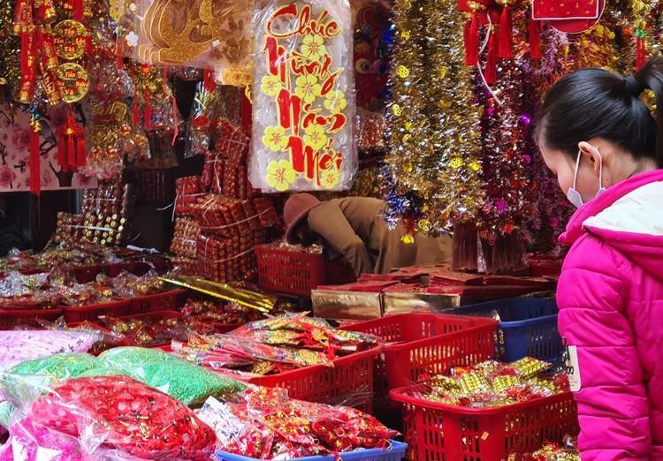 'Thủ phủ' bán đồ trang trí ở Hà Nội tấp nập chuẩn bị Tết Ảnh 11