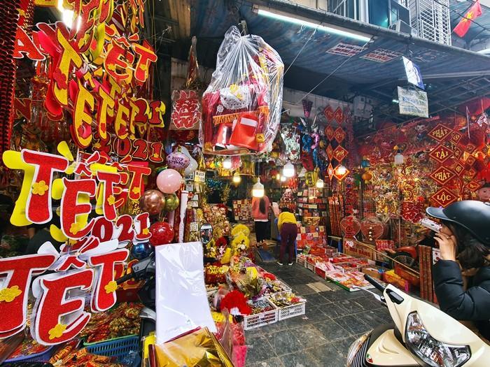 'Thủ phủ' bán đồ trang trí ở Hà Nội tấp nập chuẩn bị Tết Ảnh 3