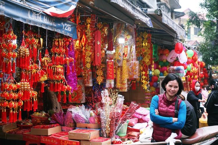 'Thủ phủ' bán đồ trang trí ở Hà Nội tấp nập chuẩn bị Tết Ảnh 10