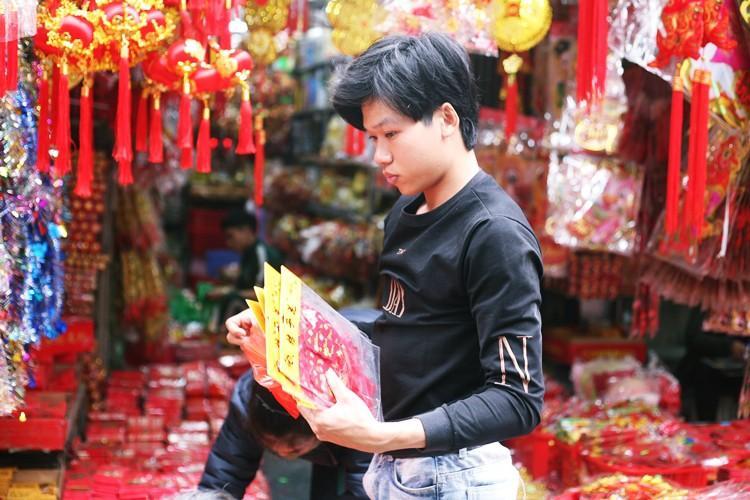 'Thủ phủ' bán đồ trang trí ở Hà Nội tấp nập chuẩn bị Tết Ảnh 8