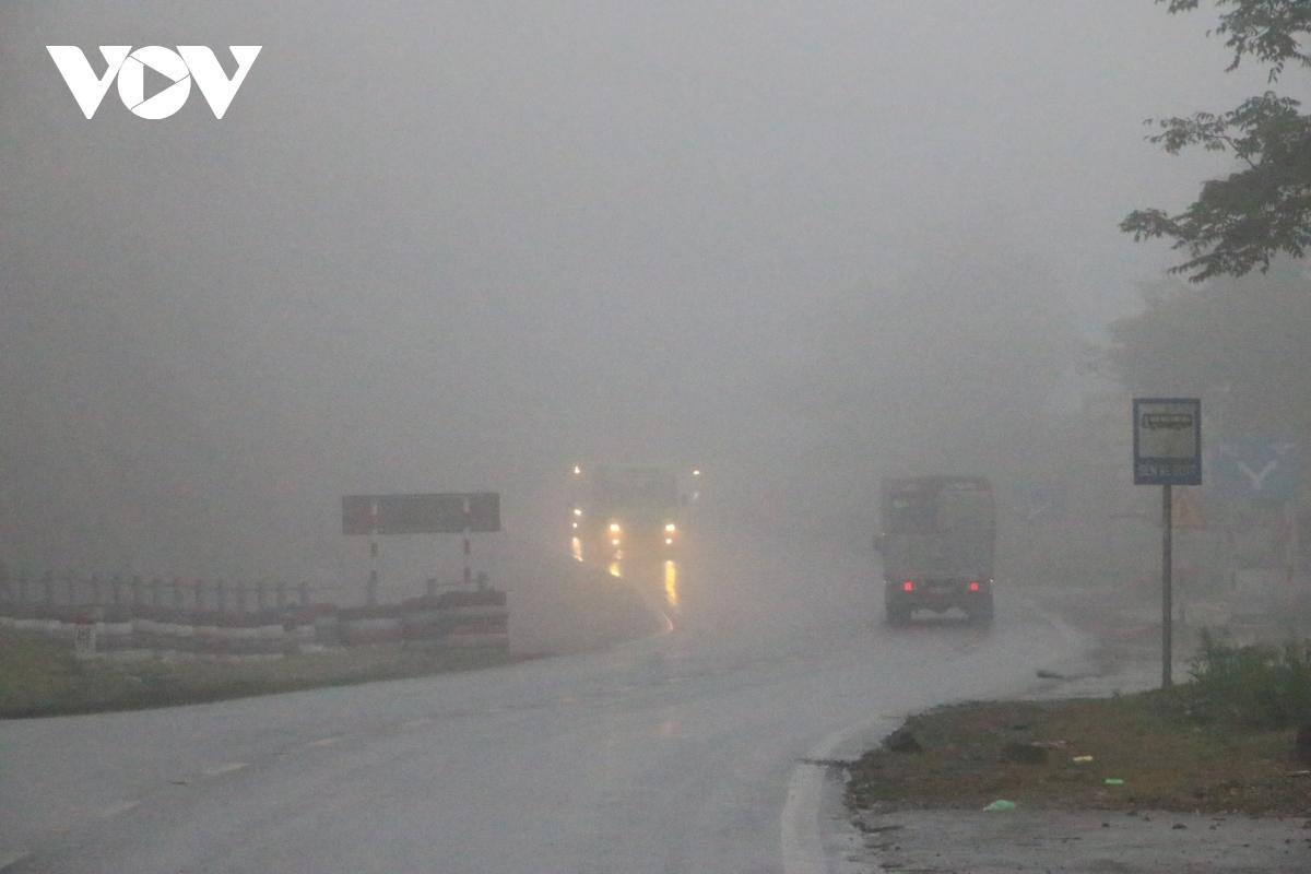 Giảm thiểu nguy cơ tai nạn giao thông do sương mù trên Quốc lộ 6 Ảnh 1