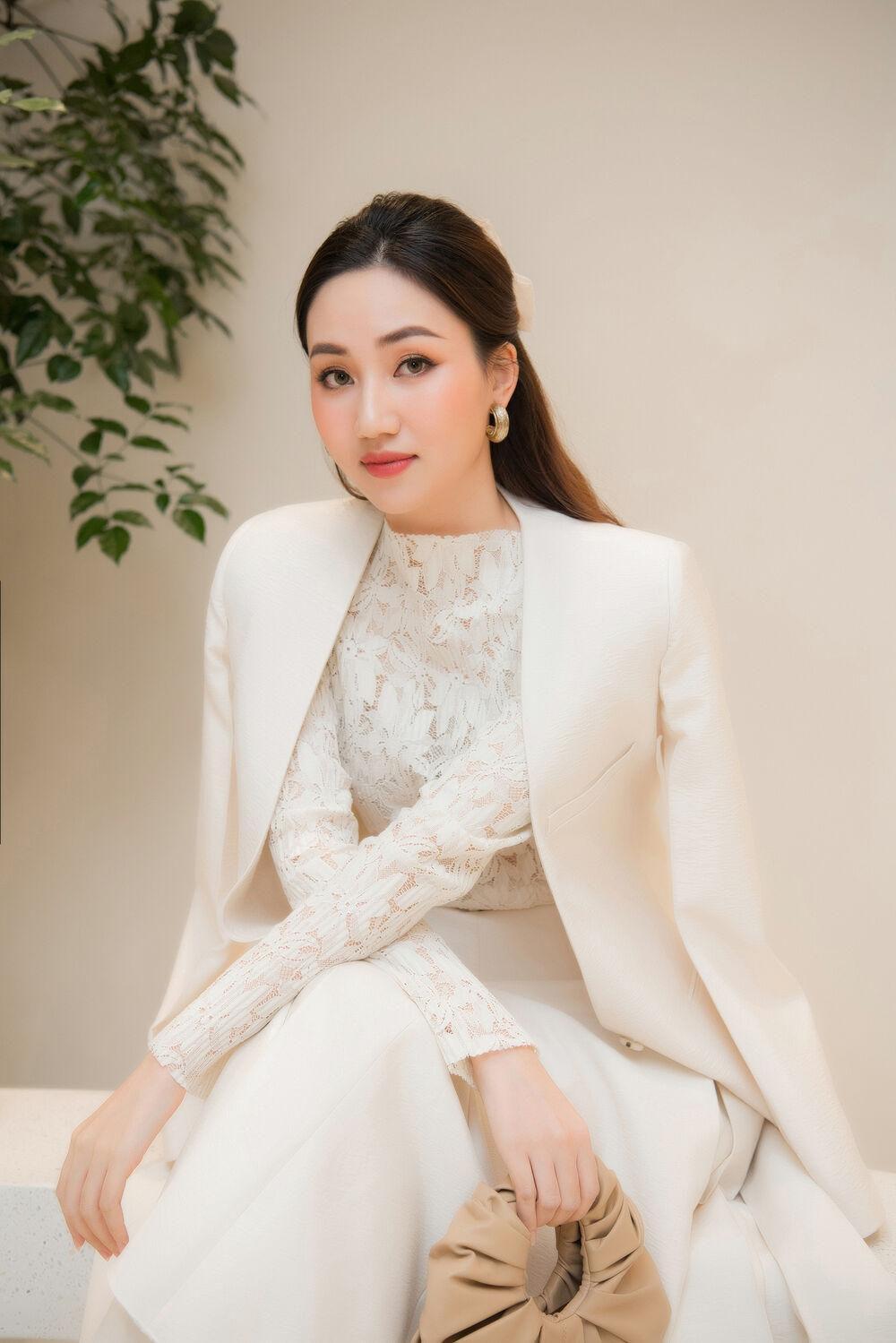 Chị em Đỗ Mỹ Linh, Lương Thùy Linh khoe sắc cùng nhau, đẹp bất phân thắng bại Ảnh 14