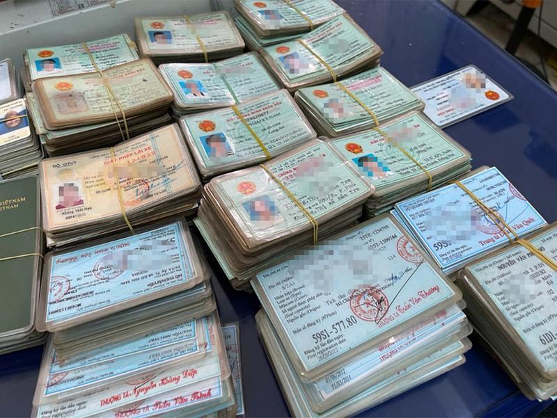 TP.HCM: Phá 'sàn giao dịch' bán giấy tờ giả trên mạng Ảnh 2