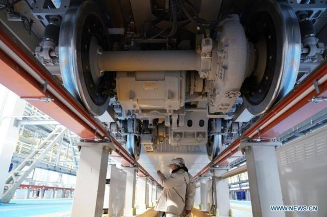 Trung Quốc ra mắt tàu điện cao tốc mới 'bất chấp giá lạnh' Ảnh 4
