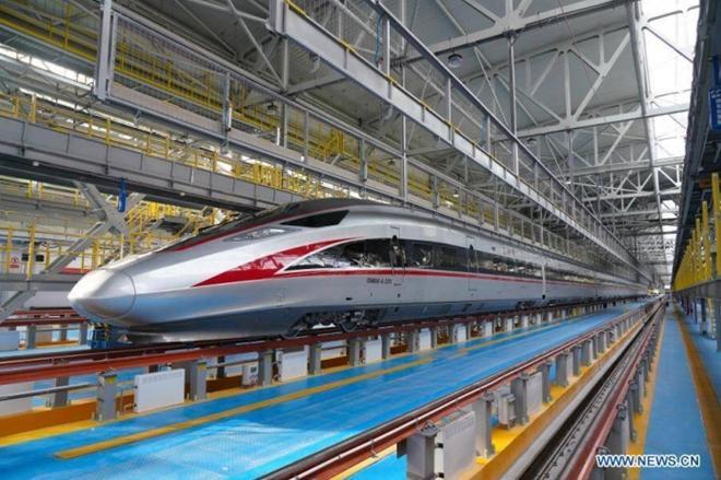 Trung Quốc ra mắt tàu điện cao tốc mới 'bất chấp giá lạnh' Ảnh 1