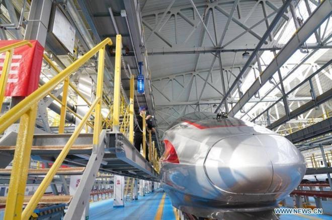 Trung Quốc ra mắt tàu điện cao tốc mới 'bất chấp giá lạnh' Ảnh 2